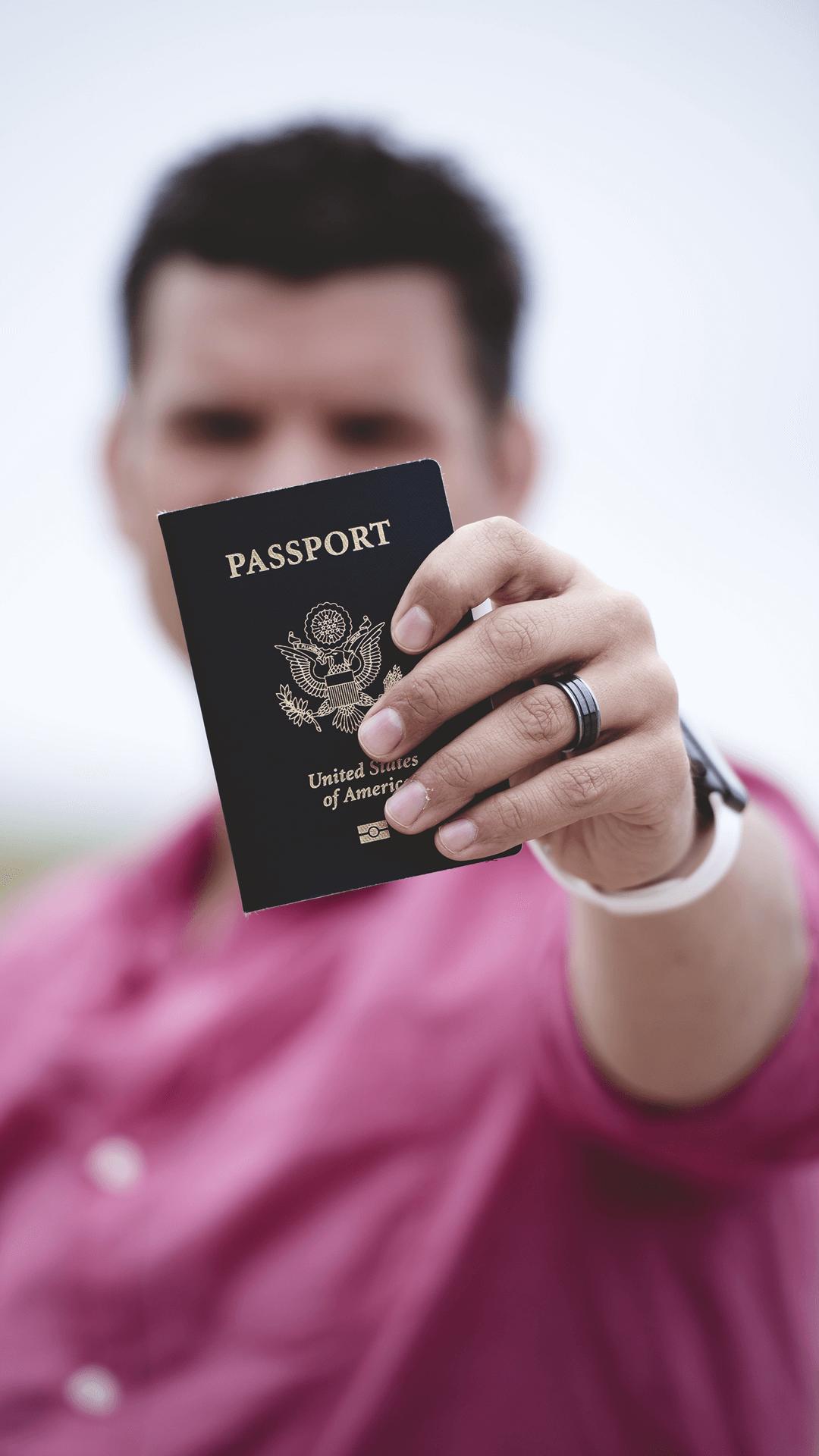 Puedes acogerte al Estatuto temporal de protección para migrantes venezolanos, si te encuentras en el pais y posees todos tus papeles al orden del día